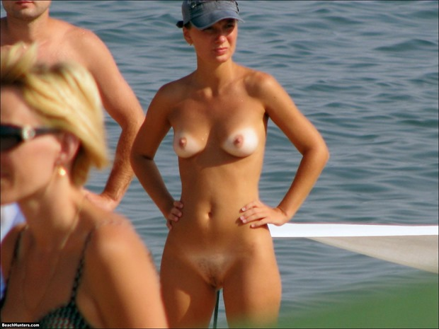 nude-beach-volleyball_9